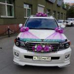 украшение машин на свадьбу фото
