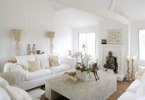 белый цвет стен +в интерьере